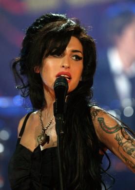 Amy Winehouse live durante la cerimonia di consegna dei Grammy Awards del 2008 (Photo by Peter Macdiarmid/Getty Images for NARAS)