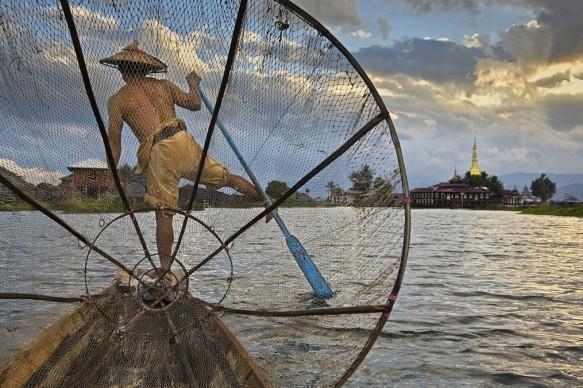 Steve McCurry, Pescatore sul Lago Inle, Myanmar-Burma, 2008