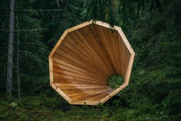 Megafono in legno installato all'interno del Pähni Nature Centre in Estonia, progettato dagli studenti di Interior Architecture della Estonian Academy of Arts. Photo: © Tõnu Tunnel