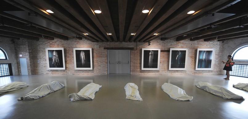 Maurizio Cattelan, All 2008, Fondazione Francois Pinault - Punta della Dogana, Venezia, nel giugno del 2009 (Photo by ALBERTO PIZZOLI/AFP/Getty Images)particolare,