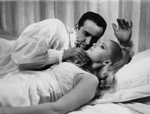 Vittorio Gassman e Virna Lisi in una scena di Una vergine per il principe (1966), regia di Pasquale Festa Campanile (Photo by Keystone Features/Getty Images)
