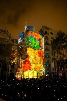 La facciata della Casa Batlló progettata da Antoni Gaudí protagonista di un evento di video mapping, 23 settembre 2015, Barcellona