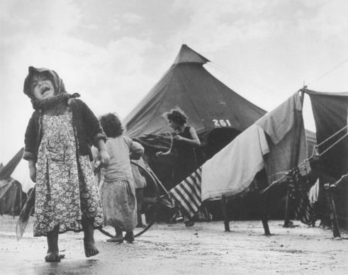 Robert Capa, Piano di una bambina in Israele @ Cornell Capa
