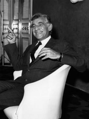 Leonard Bernstein a Londra, in occasione di un concerto dedicato a Stravinsky (Photo by Central Press/Getty Images)