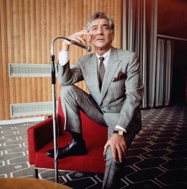 Leonard Bernstein presso la Queen Elizabeth Hall di Londra, nel febbraio del 1970 (Photo by Fox Photos/Hulton Archive/Getty Images)