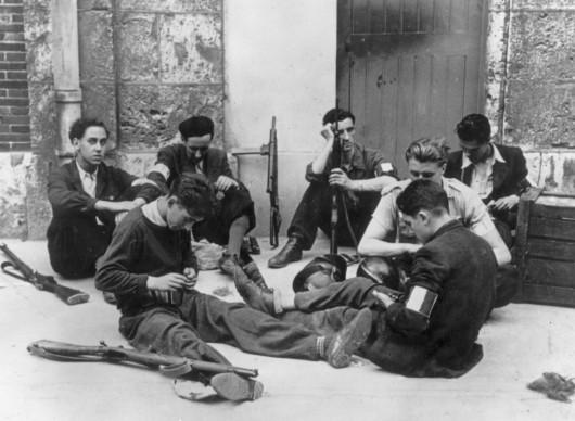 Robert Capa, Membri dell'esercito di liberazione francese dopo la riconquista di Chartres, nell'agosto del 1944 (Photo by Robert Capa/Keystone/Getty Images)