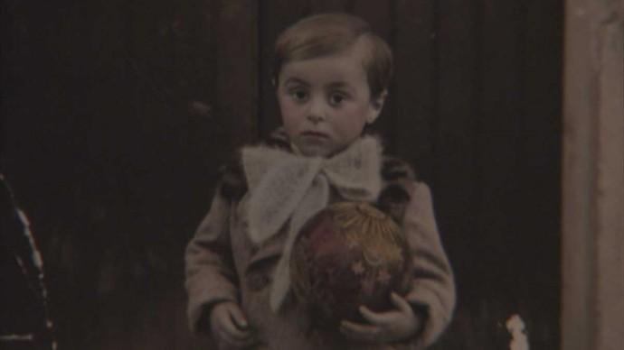 Luciano Pavarotti bambino, nel 1938