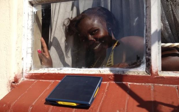 Olafur Eliasson - Little Sun Charge prototype - test in Zimbabwe, luglio 2015