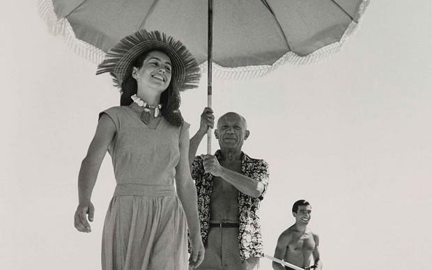Robert-Capa-Pablo-Picasso-e-Françoise-Gilot-1948-stampa-fotografica-alla-gelatina-sali-dargento