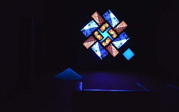 Brian-Eno-Light-Paintings-mostra-presso-Teatro-Margherita-Bari-2015-photo-Massimo-Nardi