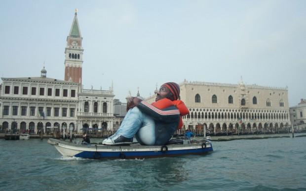 Dirk Schellekens e Bart Peleman, Inflatable Refugee, Venezia 2015