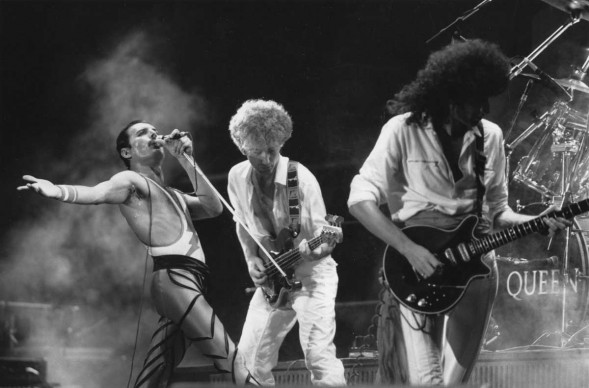 I Queen live: da sinistra, Freddie Mercury,  John Deacon e Brian May (Photo by Express Newspapers/Getty Images)