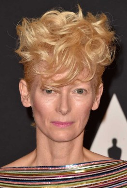 Tilda Swinton presenzia ai Governors Awards dell'Academy Of Motion Picture Arts And Sciences, a Hollywood, nel novembre del 2014 (Photo by Frazer Harrison/Getty Images)