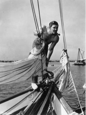 """Clark Gable a bordo del veliero """"Alrene"""" dell'attore Allan Jones, nel 1936 (Photo by Hulton Archive/Getty Images)"""