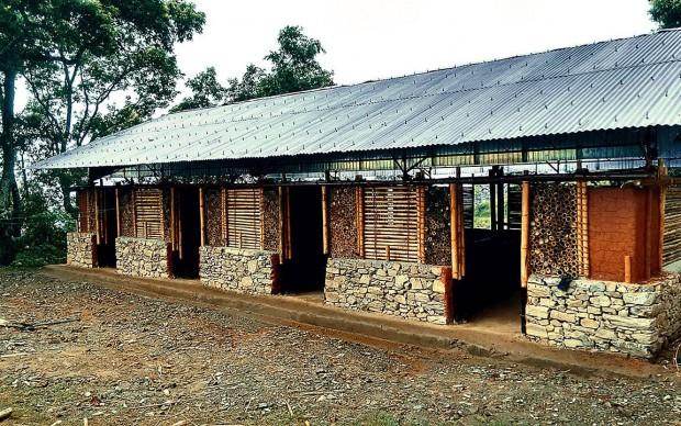 Scuola ricostruita in bambù a-Chhoprak-Gorkha-Nepal