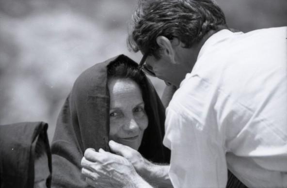 Susanna Colussi e Pier Paolo Pasolini sul set di Il Vangelo secondo Matteo,1964. © Angelo Novi/Cineteca di Bologna.