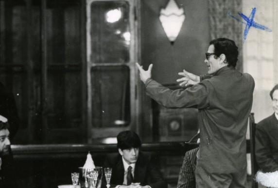 Paolo Bonacelli, Umberto Chessari, Pier Paolo Pasolini e Aldo Valletti sul set di Salò o le 120 giornate di Sodoma,1975 © Deborah Beer/Cinemazero.