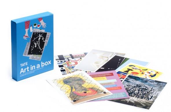 Art in a Box, gioco da tavolo  Si può imparare l'arte divertendosi? Certo, se ad aiutare i più piccoli in questa impresa interviene la prestigiosa Tate di Londra, protagonista di Art in a Box, un gioco pensato per avvicinare i bambini alla storia dell'arte. Ogni scatola contiene 20 carte, ciascuna delle quali raffigura uno dei capolavori custoditi dalla collezione inglese, mentre il retro riporta le istruzioni per creare a propria volta una nuova opera d'arte. Tra gli artisti: Picasso, Hepworth, Ofili, Moore, Klee, Pollock, Blake e Gilbert & George
