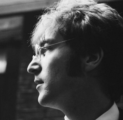 John Lennon nel giugno del 1967 (Photo by Peter King/Fox Photos/Getty Images)