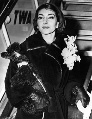 Maria Callas appena giunta all'Aeroporto Idlewild (ora Aeroporto John Fitzgerald Kennedy International) di New York, per apparire in un programma televisivo statunitense (Photo by Keystone/Getty Images)