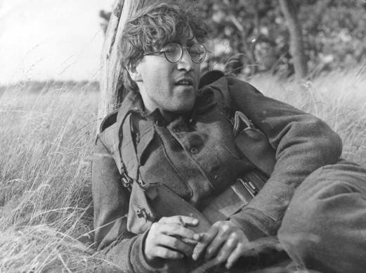 John Lennon sul set di 'How I Won the War' di Richard Lester, nel quale interpreta un giovane soldato (Photo by Keystone/Getty Images)