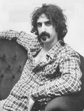Frank Zappa a Londra nell'ottobre del 1972 (Photo by Roger Allston/Evening Standard/Getty Images)