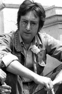 John Lennon nel maggio del 1971 a Cannes, per la presentazione dei suoi film 'Apotheosis' e 'The Flu' (Photo by /AFP/Getty Images)