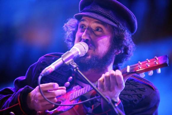 Vinicio Capossela live al concerto Nat Geo Music per la Giornata della Terra, Piazza del Campidoglio, Roma, aprile 2008 (Photo by Elisabetta Villa/Getty Images)