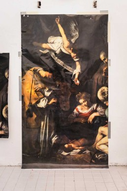 La Natività con i Santi Lorenzo e Francesco d'Assisi, dipinta da Caravaggio.