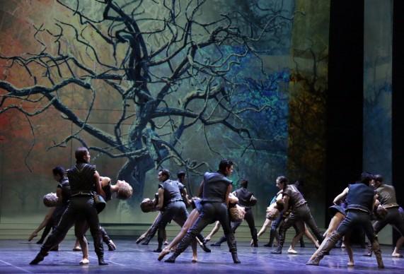 Il corpo di ballo del Teatro alla Scala interpreta Cinderella. Photo: Brescia e Amisano, Teatro alla Scala