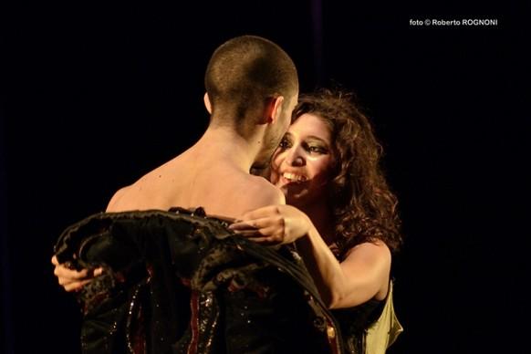 Il Barbiere di Siviglia in chiave pop/rock al Teatro Leonardo di Milano. Foto: Roberto Rognoni