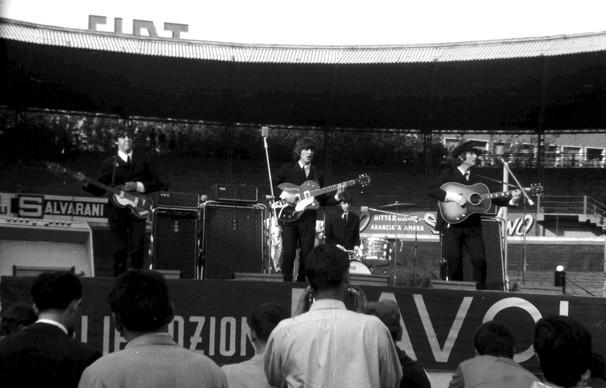 The Beatles a Milano il 24 giugno 1965 al Velodromo Vigorelli - foto di Guido Viglieno Cossalino (Collezione Rolando Giambelli