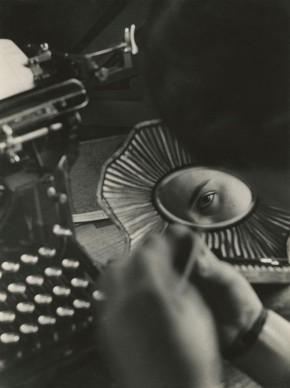 Nell'ufficio della fonderia, fabbrica di costruzioni meccaniche Oerlikon, 1937 © Jakob Tuggener Foundation, Uster