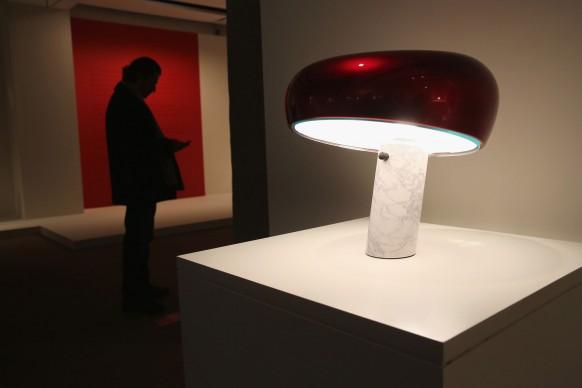 Achille e Pier Giacomo Castiglioni, lampada da tavolo Snoopy, produttore Flos (Photo by John Moore/Getty Images)