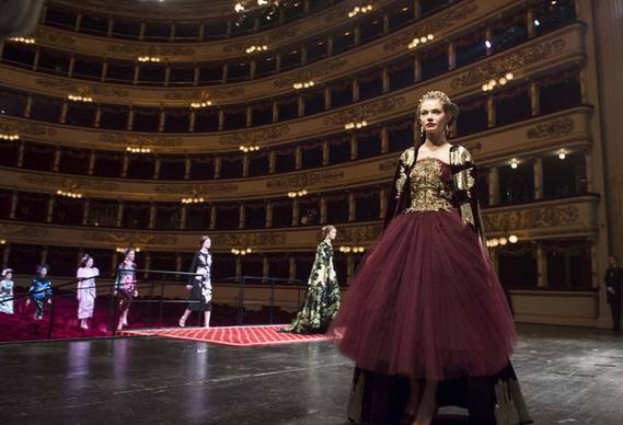 sfilata haute couture Dolce-Gabbana-alla-Scala-di-Milano