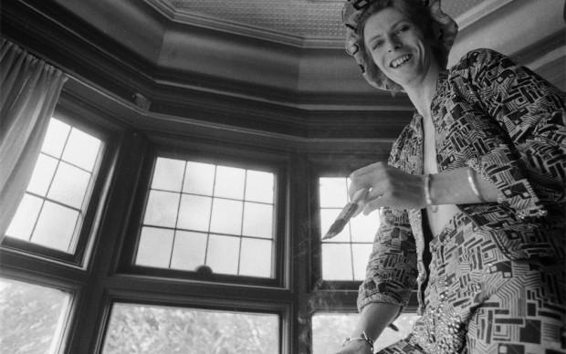 © Michael-Putland-David-Bowie-at-home-Beckenham-Kent-UK-1972
