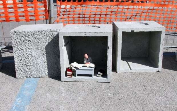 scultura street art © Isaac Cordal Memorie Urbane Festival Gaeta