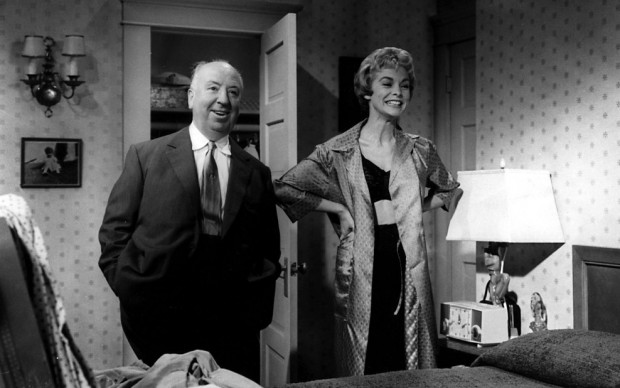 Alfred Hitchcock-e-Janet-Leigh-sul-set-di-Psyco-copyright-Universal-Studio