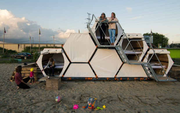 B-AND-BEE hotel pop-up ©-Hannes-Geipel,-Achilles-Design