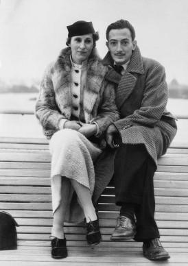 Gala e Salvador Dali nel novembre del 1934 a New York, dove l'artista spagnolo si era recato per una sua mostra (Photo by Bettmann/CORBIS)