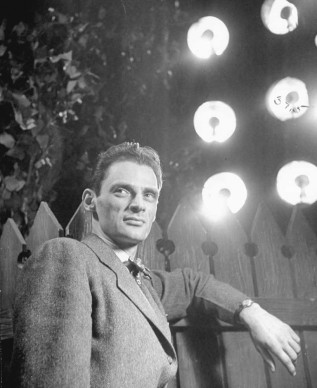 Arthur Miller nell'opera teatrale 'All My Sons', da lui scritta (Photo by Eileen Darby/The LIFE Images Collection/Getty Images)