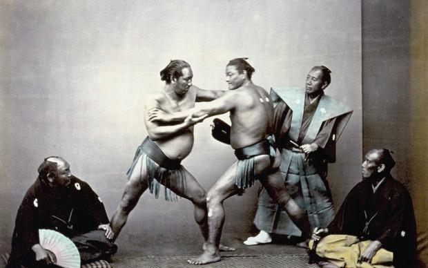 Felice Beato, Lottatori di Sumo durante il combattimento, 1863-1868 �Raccolte Museali Fratelli Alinari (RMFA)-collezione Malandrini Firenze