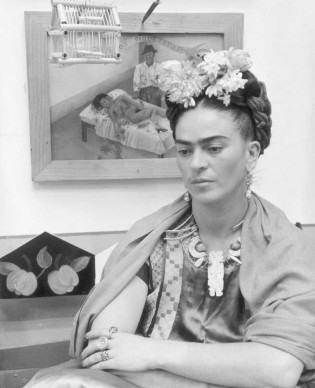 Frida Kahlo nel 1945 (Photo by Hulton Archive/Getty Images)