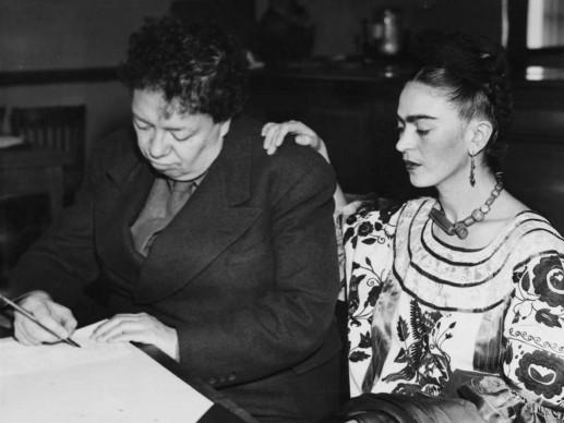 Diego Rivera e Frida Kahlo nel dicembre del 1940, in procinto di risposarsi, dopo che avevano divorziato (Photo by Paul Popper/Popperfoto/Getty Images)