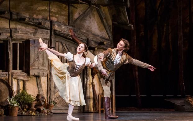 Giselle-Royal-Ballet-ph Tristram-Kenton