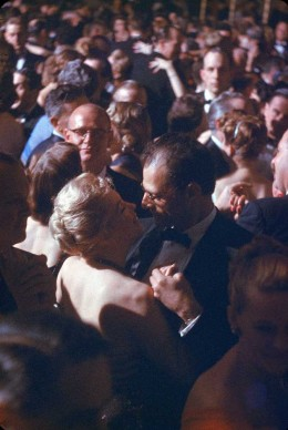 Marilyn Monroe e Arthur Miller in un ballo al Waldorf Astoria di New York, nel 1957 (Photo by Peter Stackpole/The LIFE Picture Collection/Getty Images)