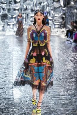 Mary Katrantzou, collezione Autunno/Inverno 2016, Mercedes-Benz Fashion Week Cina, 27 marzo 2016