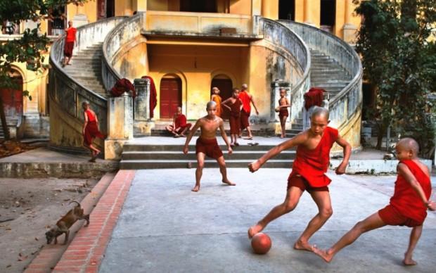 steve mccurry football and icons mostra castelnuovo magra fotografia