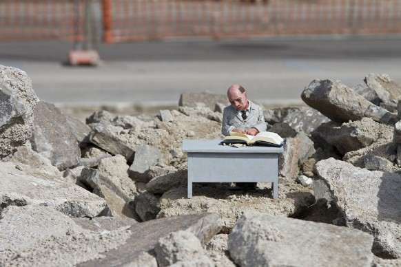 Isaac Cordal, Gaeta - Memorie Urbane 2016 © Isaac Cordal