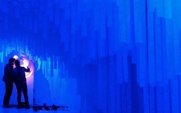 Installazione cinetica all'interno dell'Italian Pavilion_Backstage Universo Elegante_Italian Pavilion_Cannes 2016_Progetto e realizzazione del collettivo artistico NONE